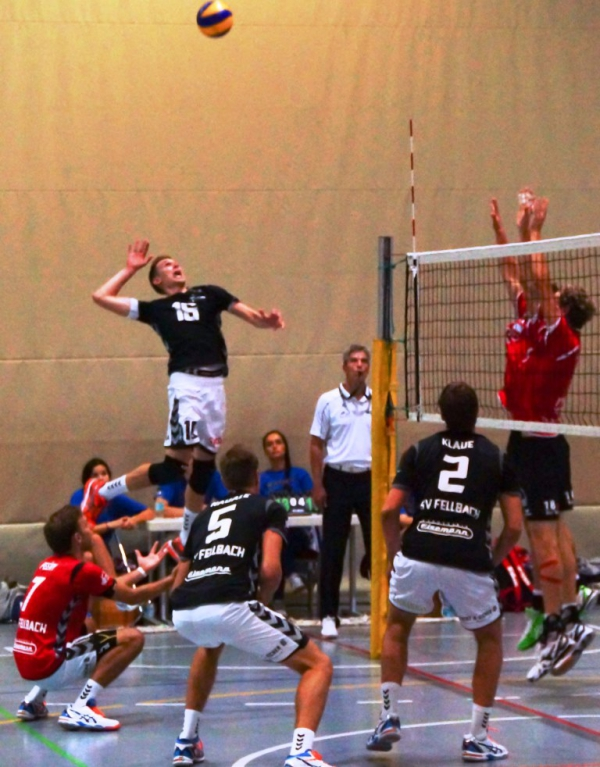 Volleyball Timo Koch im Angriff